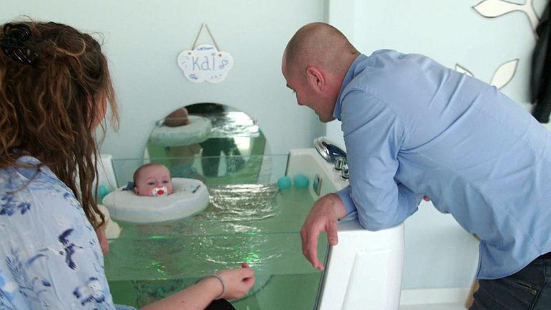 Met je kind naar de babyspa voor quality time? Dat kan ook met Duplo en houten blokken