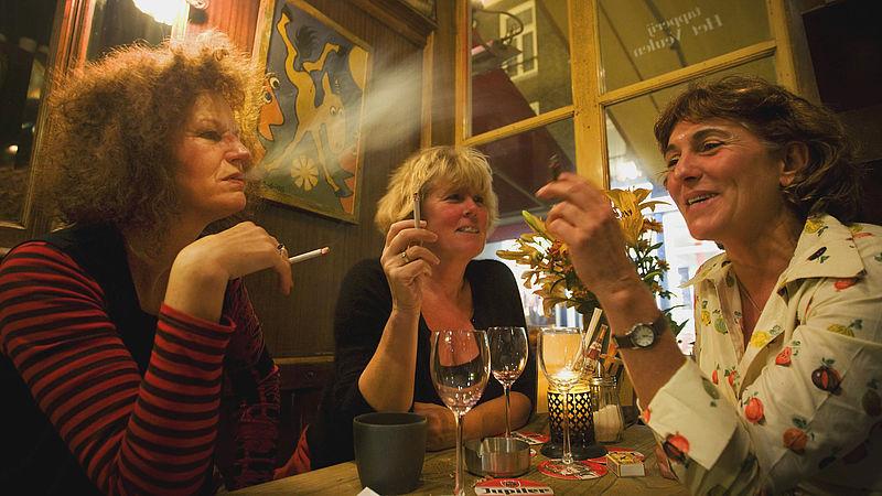 Niet-rokers blij met verbod op rookruimtes in horeca