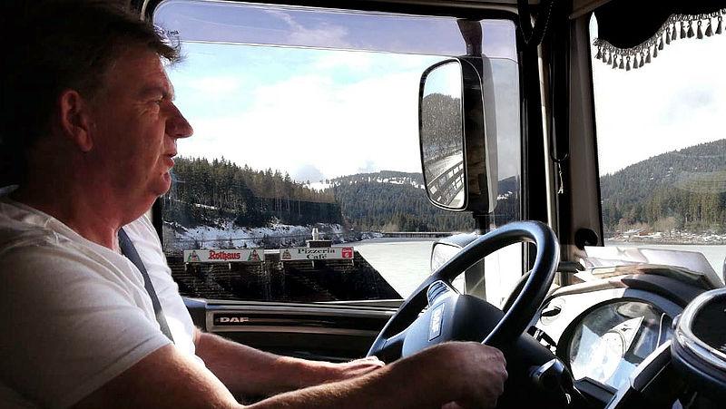 Internationaal vrachtwagenchauffeur in coronatijd: 'Een praatje en een kop koffie zijn er niet meer bij'