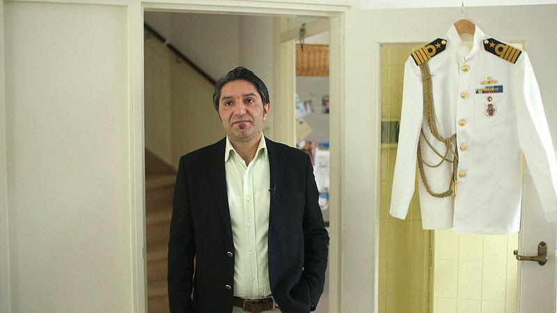 Halis Tunc met zijn oude kolonelsuniform