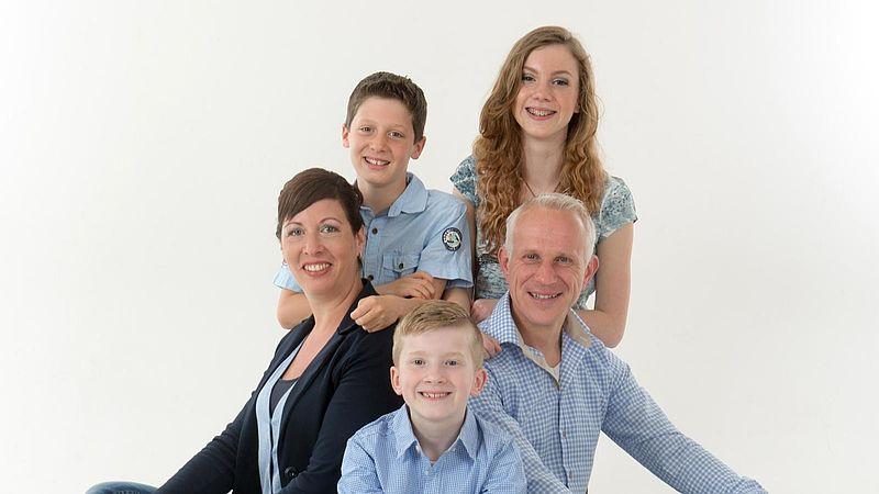 Esther met zoon en partner en zijn twee kinderen, inmiddels is er een vierde kind bijgekomen