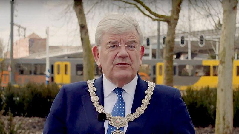 Burgemeester Van Zanen blikt een jaar na aanslag Utrecht terug: 'We zijn stil en herinneren hen'