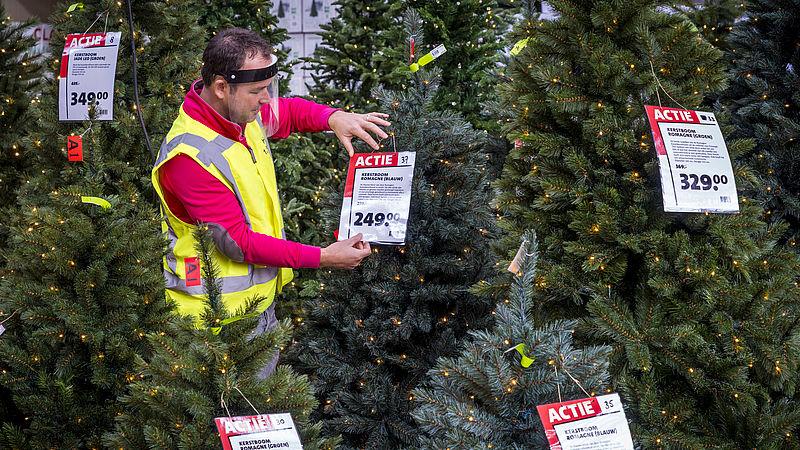 Kerstbomen gaan al vroeg de deur uit bij Intratuin