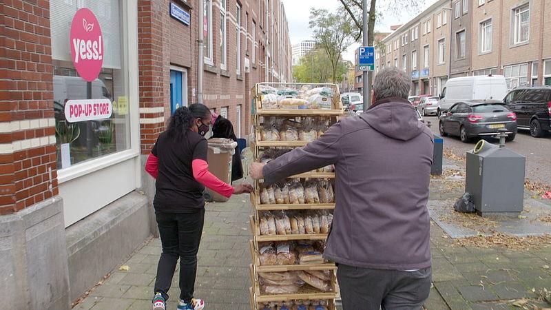 De lokale supermarkt geeft dagelijks brood aan de weggeefwinkel