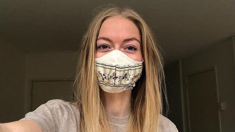 Saske de Schepper (29) draagt vrijwillig een mondkapje in overdekte openbare ruimten