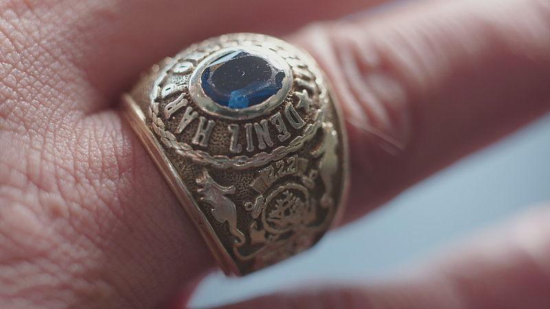 Deze ring dragen alle officieren afgestudeerd van de  Marine Academie in Istanbul