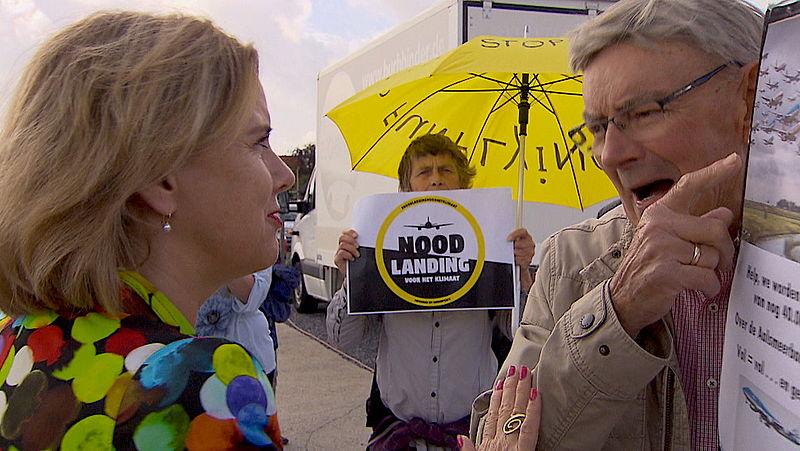 Inwoners Aalsmeer spreken met minister Van Nieuwenhuizen: 'Wij willen geen groei Schiphol'