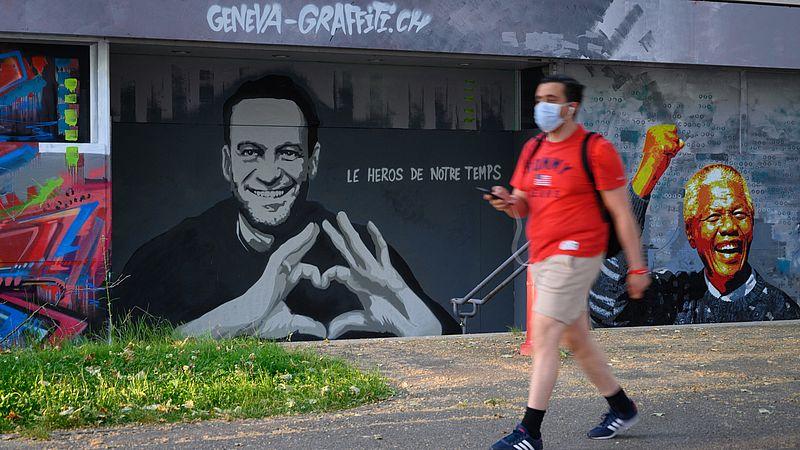 Alexei Navalny op een muur in Zwitserland