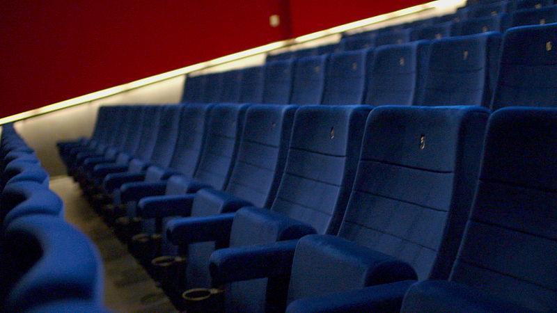 Veel stoelen zullen voorlopig leeg blijven in de zaal