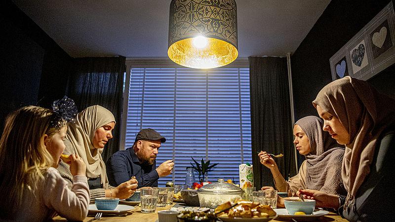 Moslims over ramadan in coronatijden: minder (verplichte) gezelligheid, meer tijd voor bezinning