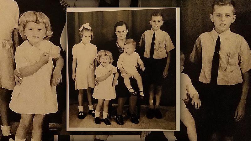 De foto met de overgrootmoeder van Matthias en vier kinderen