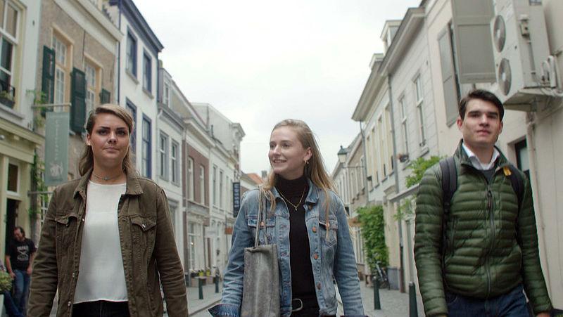 Deze tieners maakten van afval op straat een feestje voor de bij