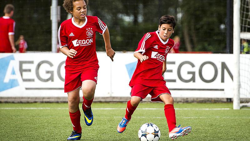 Jonge voetbaltalenten maken gewoon hun school af, want 'geen opleiding doen is echt van vroeger'