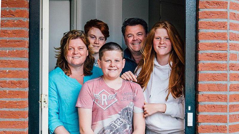 Sacha Goossens, haar partner Cees en hun drie kinderen