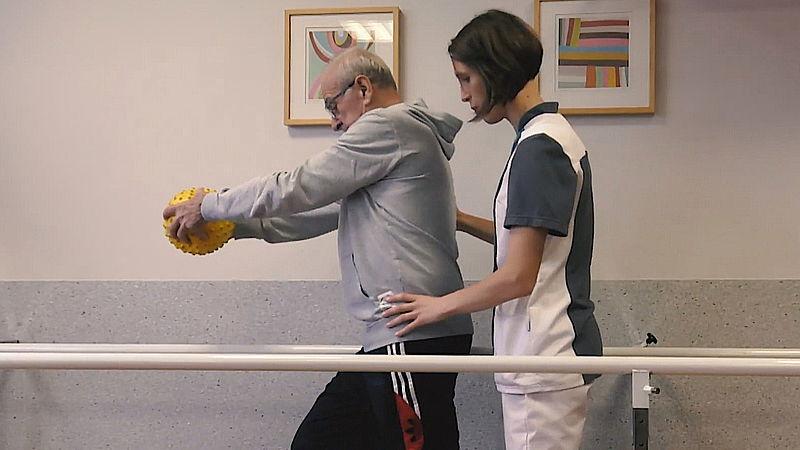 Herstel na langdurig ic-verblijf door corona is vaak moeizaam: 'Patiënten kunnen soms nauwelijks op hun benen staan'