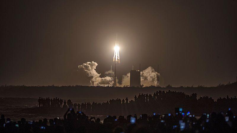 Op 24 november lanceerde in China een raket met als bestemming de maan