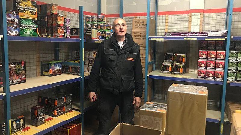 Vuurwerkhandelaar Edwin van Vriesland in magazijn