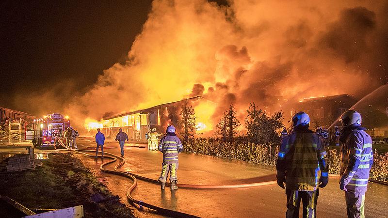 Stalbranden moeilijk onder controle te krijgen
