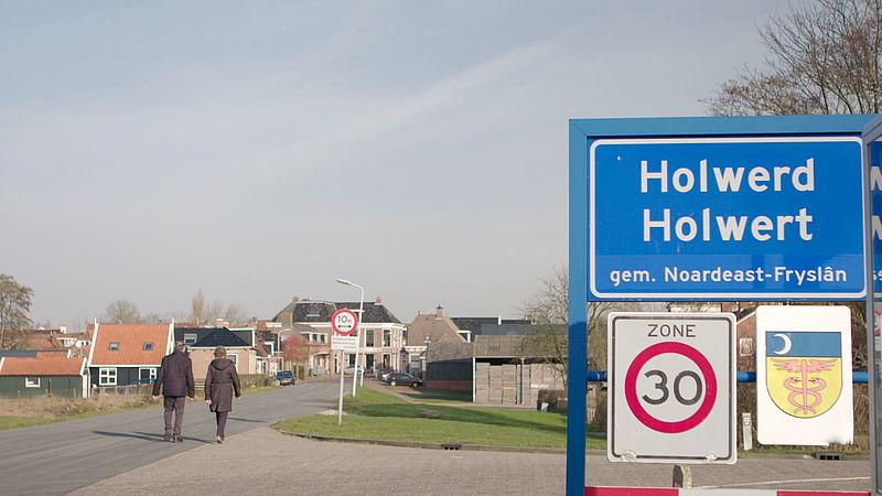 In het Friese Holwerd breken ze de dijk door om toeristen te trekken