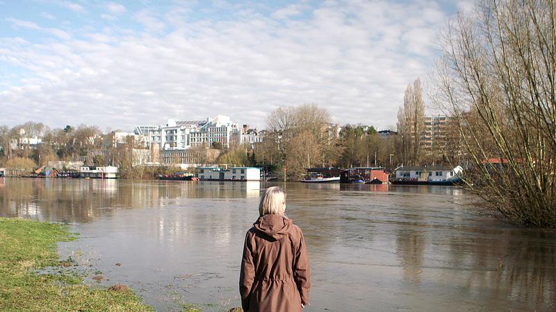 Een woonwijk tussen dijk en rivier? 'Dan kun je net zo goed op ijs bouwen'