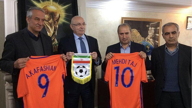 Michael van Praag en Mehdi Taj voorzitter van de Iraanse voetbalbond