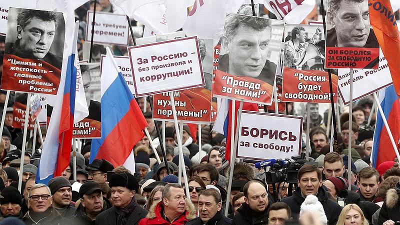 Aanhangers van de oppositie tijdens een mars om Nemtsov te herdenken, op 24 februari 2019