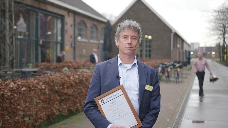 Ton Kiesewetter met zijn diploma