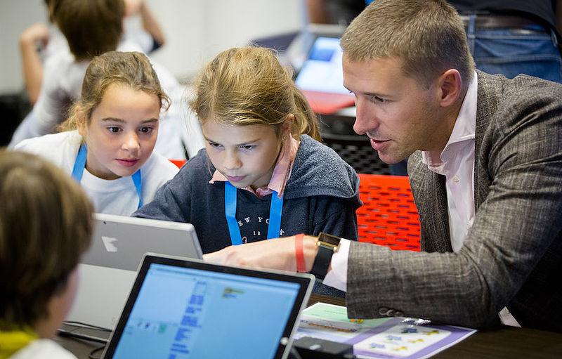 Personeelstekort in de ICT: 'Leer kinderen digitale vaardigheden'