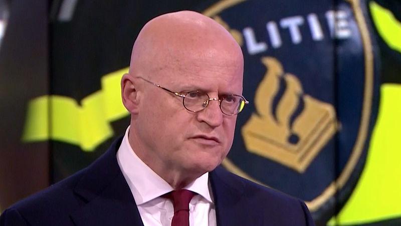 Minister Grapperhaus boos na zonnig lenteweekend: 'Mensen, ga écht zo min mogelijk je huis uit en houd afstand'