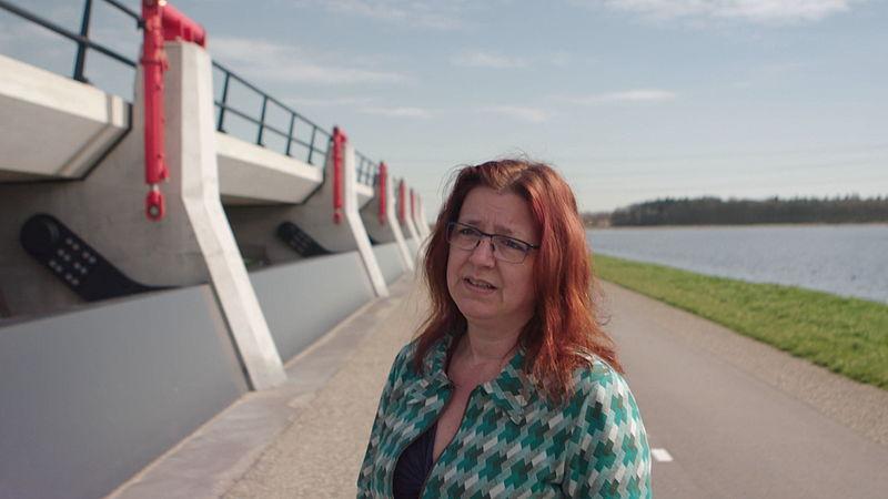 Astrid Meier is bezorgd dat het water van de Nederrijn richting IJssel komt