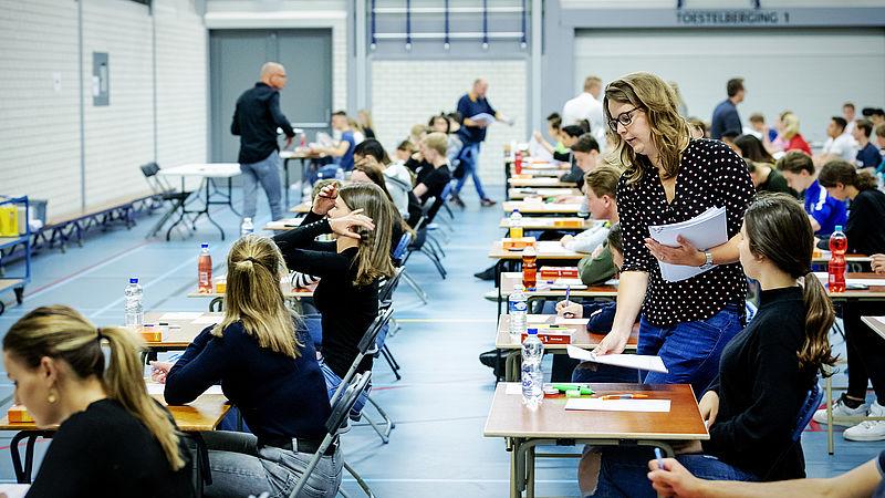 Het gemiddelde cijfer op de middelbare school daalt naar 6.8: 'De havo is een problematische groep'