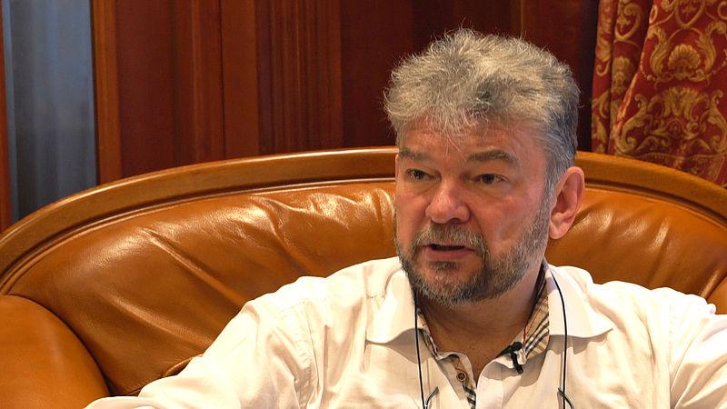 Deze Rus komt niet meer aan het werk omdat hij de Russische theorieën over MH17 ontkrachtte