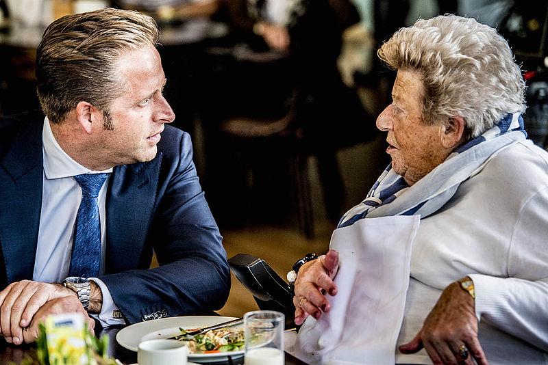 Minister De Jonge wil stapeling van zorgkosten tegengaan
