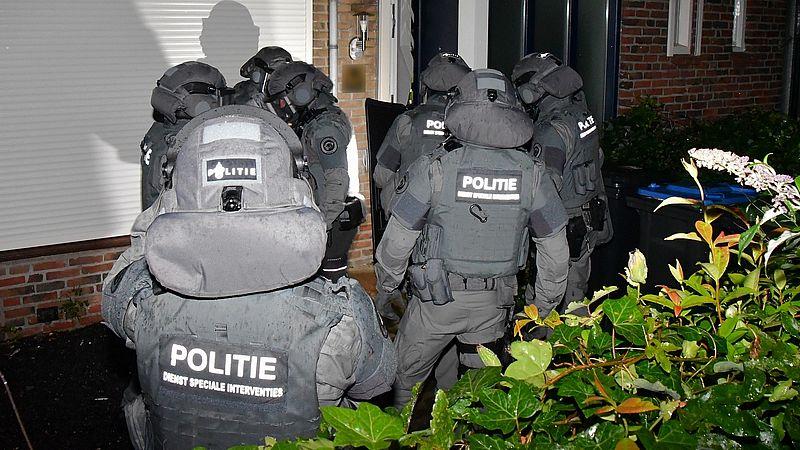 Bij een groot politieonderzoek naar de invoer van cocaïne in het havengebied van Vlissingen zijn negen verdachten aangehouden