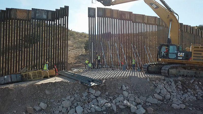 Er wordt nog volop aan de muur gebouwd