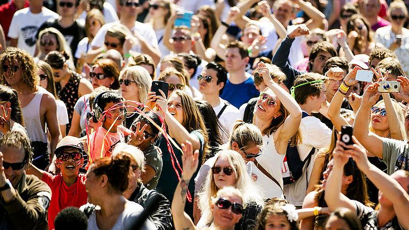 Bezoekers Haags festival woedend om dure flesjes water: 'Onverantwoord'