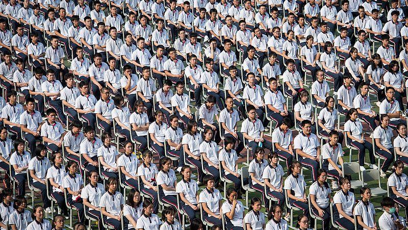 1 september 2020: studenten bij elkaar voor de opening van het high school-jaar