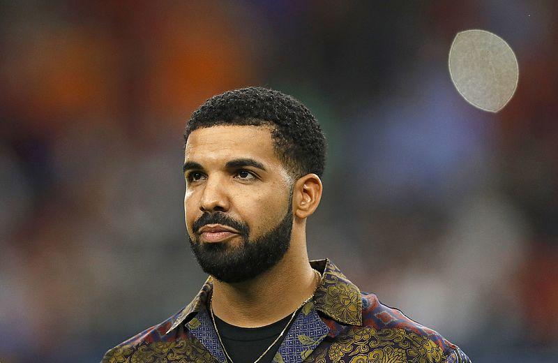 Drake zet handtastelijke concertbezoeker op zijn plek