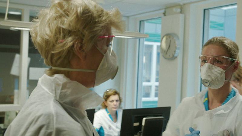 Op de geïsoleerde afdeling van ziekenhuis Bernhoven: 'Het is hier net een oorlogssituatie'