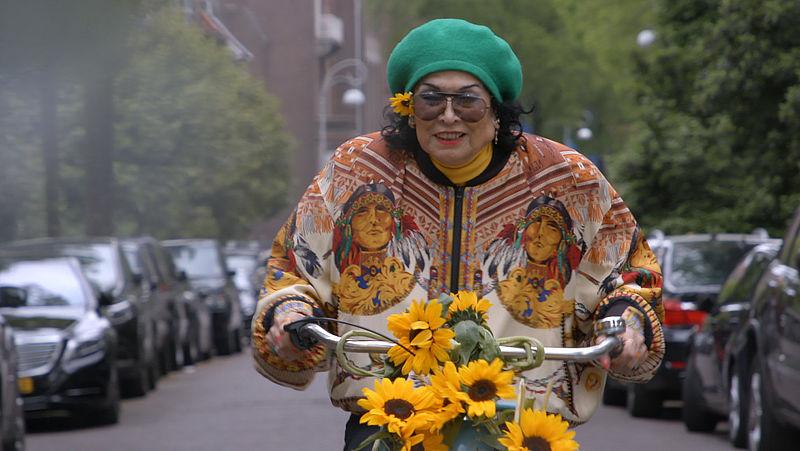 Het glamoureuze leven van mode-icoon Fong Leng: 'Ze bracht kleur in de Nederlandse mode'