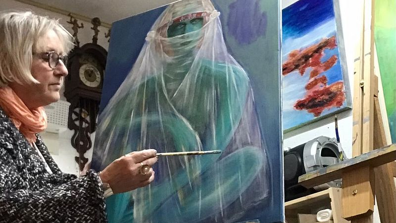 Marion in haar atelier