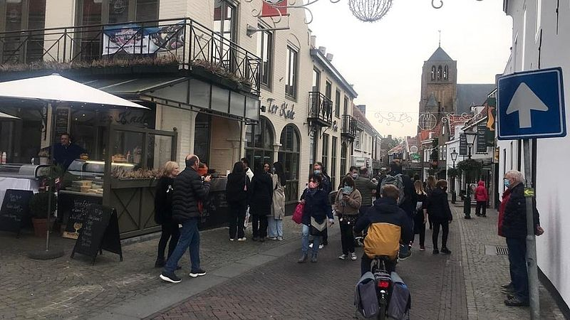 Belgen bij een eettentje in Sluis
