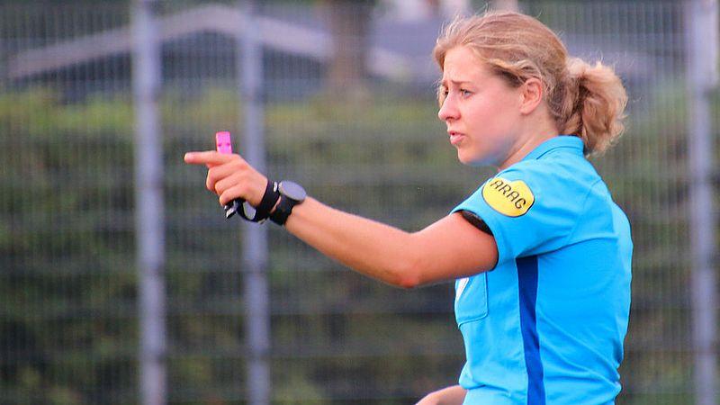 Lizzy van der Helm geniet van het scheidsrechtersvak