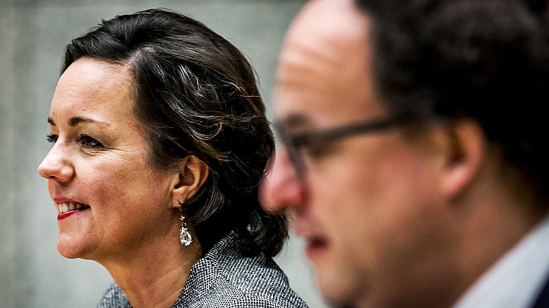 Geen Nederlands, geen bijstand: wethouders worstelen met taaleis Van Ark