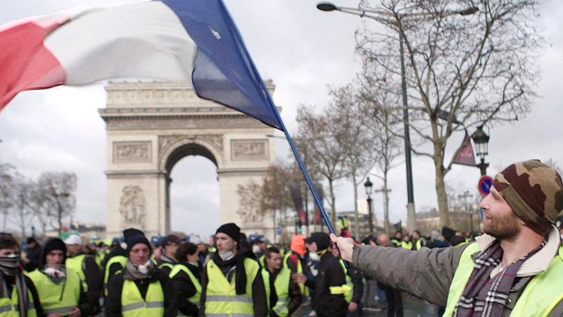 Frankrijk is verdeeld over de EU en dat zie je terug in de nek-aan-nekrace tussen Macron en Le Pen