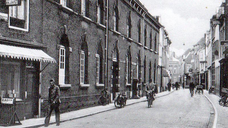 De straat waarop verzetsstrijder Wouter Damen te zien is en het huis waar Matthias 75 jaar later het script voor zijn film schreef