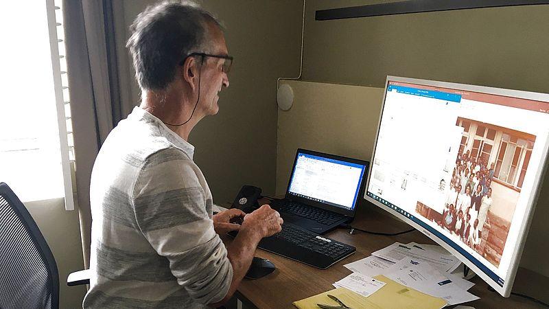 Theo Vos in zijn werkkamer.