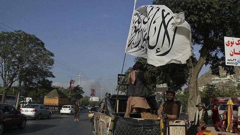 Talibanstrijder met witte vlag