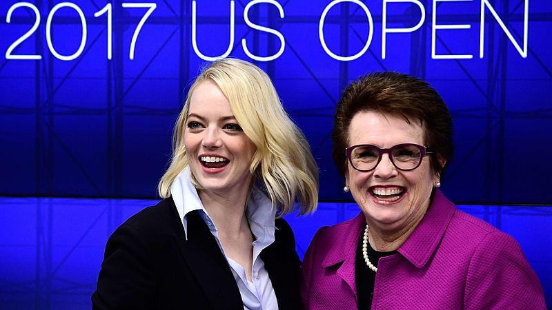 Billie Jean King met actrice Emma Stone op de premiere van de film