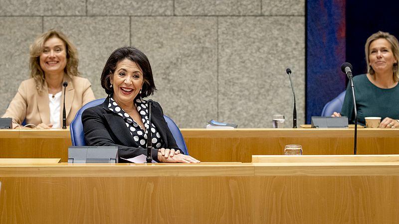 Vera Bergkamp (links) en Khadija Arib (rechts)